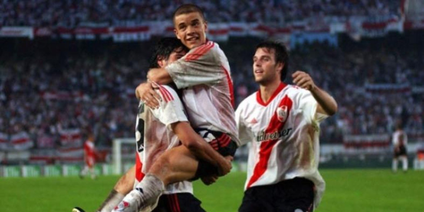 River tenía a Ortega, D'Alessandro, Cambiasso, Cavenaghi, Chori Domínguez, Demichelis y Coudet..