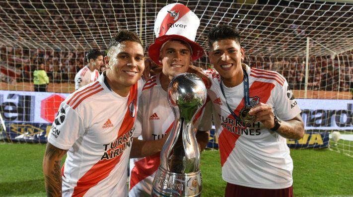 Juanfer Quintero levantando junto a Borré y Carrascal la Copa Argentina del año 2019